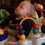 急に眠りに落ちる赤ちゃん